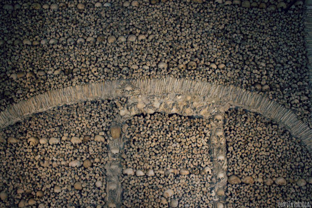 detail-chapelle-capela-dos-ossos-evora