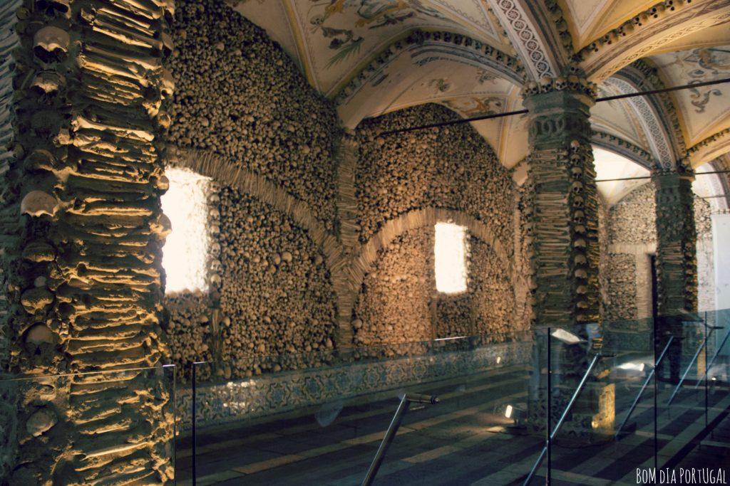 ossements-chapelle-des-os-evora