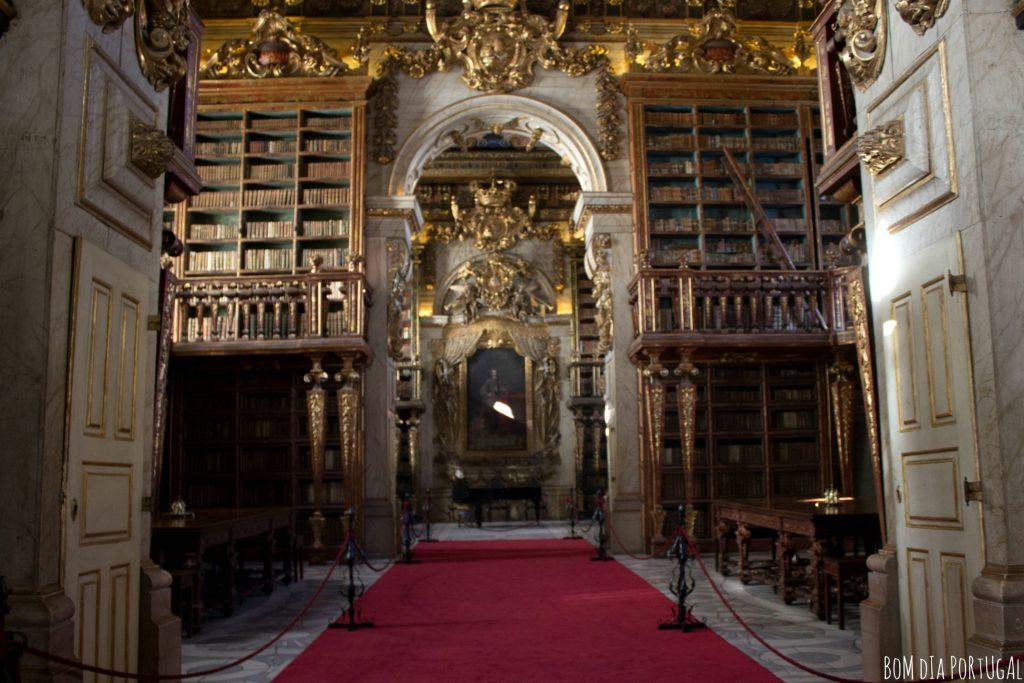 interieur-bibliotheque-joanine-portugal-coimbra